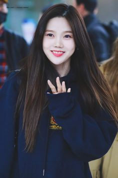 Korean Girls Names, South Korean Girls, Korean Girl Groups, Girl Pictures, Girl Photos, Hair Without Bangs, Kpop Girl Bands, Girls Twitter, Kpop Hair