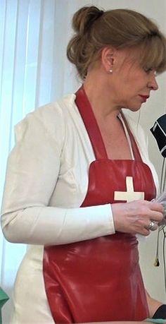 Mit Zwei Krankenschwestern In Latex Beim Gynäkologen
