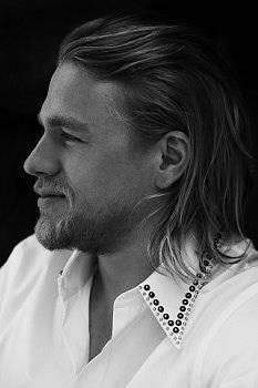 Charlie Hunnam, Jax in Sons of Anarchy, portrait, photo b/w Brad Pitt, Gorgeous Men, Beautiful People, Beautiful Beautiful, Absolutely Gorgeous, Ricardo Baldin, Jax Sons Of Anarchy, Charlie Hunnam Soa, Jax Teller