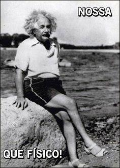 Historical Photos Albert Einstein looking fabulous. hahahhhahhahaha i love thisAlbert Einstein looking fabulous. hahahhhahhahaha i love this Rare Historical Photos, Rare Photos, Old Photos, Vintage Photos, Historical Quotes, Catherine Deneuve, Celebrity Portraits, Celebrity Photos, Physicist