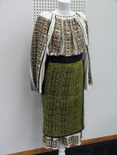 romanian folk dress; flickr