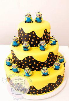 Gabriela Presente Bolos decorados: Bolo e cupcakes Minions