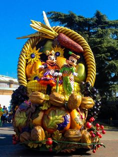 Minnie and Mickey in Disneyland Paris Halloween Parade