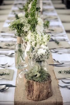 Wedding table decorations - 88 unique ideas for your party - table decoration wedding delicate flowers white natural wood Informations About Tischdekoration Hoch - Table Decoration Wedding, Vintage Table Decorations, Wedding Table Settings, Rustic Centerpieces, Green Wedding Decorations, Decor Wedding, Wedding Picnic Tables, Vintage Table Settings, Barn Party Decorations
