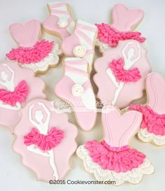 I still want a tutu so I can wear it while I bake, I think it will make me extra happy! Gourmet Cookies, Iced Cookies, Cute Cookies, Cookies Et Biscuits, Sugar Cookies, Ballerina Cake Pops, Ballerina Cookies, Dance Cakes, Ballet Cakes