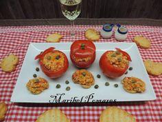 Tomates rellenos de pimientos, cebolla, pepino, atún y surimi. | Cocinar en casa es facilisimo.com