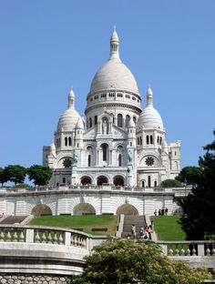 The Sacré-Cœur Basilica is a Roman Catholic church and popular landmark in France. Located at the highest point of the city, the butte Montmartre, it offers arresting views of the entire expanse of Paris.