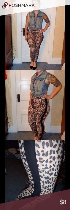 Leopard print leggings Cute leopard print leggings with black stripe along the leg Forever 21 Pants Leggings