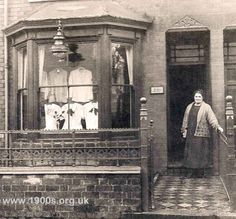 Detailed photo of a 1925 draper and haberdashery shop in a Victorian or Edwardian house Victorian Front Garden, Victorian Terrace House, Edwardian House, Victorian Era, Victorian Street, Victorian Dollhouse, Victorian Houses, Edwardian Era, Victorian Photos