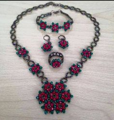 Jewelery made with beads- Boncuk ile yapılmış takılar Jewelery made with beads -Boncuk ile yapılmış takılar – Cute Pins For You :)This Pin was discovered by TCCharms made of beads – 2618042012 – Join the world of pinCharms made of beads Diy Jewelry To Sell, Jewelry Crafts, Handmade Jewelry, Jewelry Making, Bead Jewellery, Beaded Jewelry, Jewelery, Diy Collier, Jewelry Model