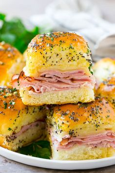 100 Super Bowl Party Foods Ideas To Enjoy While You Scream At The TV - Hike n Dip - - Celebrate the game night with the best Super Bowl Party Food Ideas. Here are best Game Day Food Recipes,that includes Appetizers, dips & Super Bowl Desserts. Slider Sandwiches, Appetizer Sandwiches, Appetizer Recipes, Dinner Recipes, Hot Ham Sandwiches, Funeral Sandwiches, Light Sandwiches, Hot Sandwich Recipes, Party Sandwiches