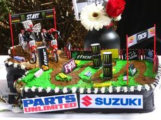 With outdoor nationals going around the US this would be the perfect party cake! Dirt Bike Party, Dirt Bike Birthday, Boy Birthday, Birthday Parties, Birthday Cake, Birthday Ideas, Motorcycle Party, 12th Birthday, Cupcakes
