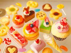 スイーツデコパーツ(H067) 25個入り パンケーキ、苺ケーキ、ロールケーキ、ソフトクリーム、ミニケーキ他