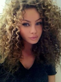 Wow curly hair and that girl is more than beautiful