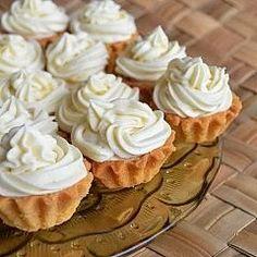 Kruche babeczki z przepysznym kremem budyniowym. No Bake Desserts, Dessert Recipes, Cake Cookies, Cupcakes, Ramadan Recipes, Polish Recipes, Confectionery, Tart, Biscuits