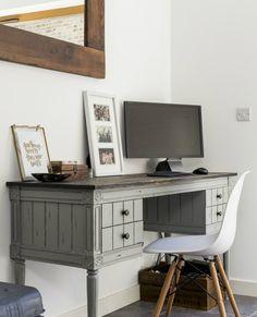 Unser Bourbon Vintage Schreibtisch in Grau bei unseren Kunden in London. | Made Unboxed