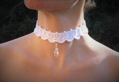 fr_collier_ras_du_cou_mariage_au_crochet_dentelle_style_victorien_romantique_marriage_coton_blanc_satin_blanc_pendendif_