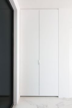 #binnendeuren #modernebinnendeuren #interieur #afwerking #interior #interiordesign #wittedeuren #interieurwoning #pleisterwerk #kast Wardrobe Cabinets, Little Houses, Custom Furniture, Tall Cabinet Storage, Doors, Architecture, House Ideas, Dressing, Home Decor