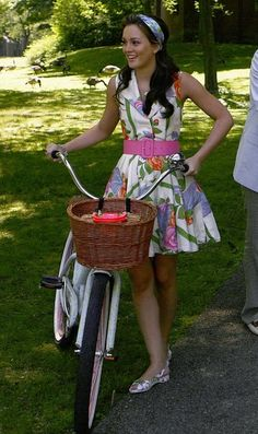 2x01 I'm not a huge fan of the shoes, but it's a pretty summer outfit. Alice + Olivia dress.  Lulu Guinness shoes.  Kate Spade bag.