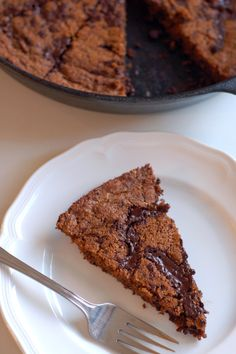 The Petite Professional | Grain-Free Chocolate Chunk Cashew Butter Blondies | http://www.thepetiteprofessional.com