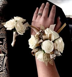 Wrist corsage with taupe, gold and champagne and white roses Gold Corsage, White Corsage, Prom Corsage And Boutonniere, Flower Corsage, Corsage Wedding, Corsages, Champagne Flowers, Prom Couples, Prom Flowers