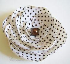 Lovely polka dot flower! #Etsy Thursday: Polka Dot #Wedding Find more wedding inspiration on 3d-memoirs.com!