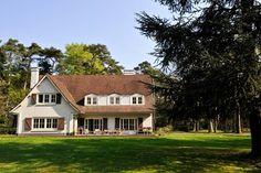 Schitterend landhuis in Noord-Brabant. Perfect om een korte vakantie door te brengen met vrienden en/of familie. Deze vakantievilla is gelegen in Roosendaal.