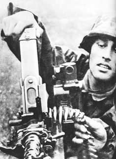 Nice looking German soldier, WWII German Soldiers Ww2, German Army, World History, World War Ii, Mg34, Germany Ww2, German Uniforms, Luftwaffe, Military History