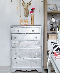 #Glam up your old furniture with this easy #DIY project