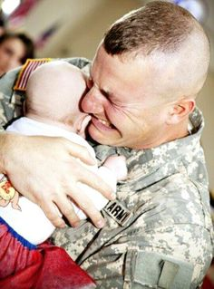 Army Dad #MilitaryFamily #PhotographyIdeas  #Love #Baby