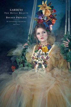 Inspiracje Gardens The Royal Beauty, kostium barokowy, Rokoko  Dzisiaj mamy wielką przyjemność zaprezentować trzecią odsłonę projektu GARDENS. The Royal Beauty. Tym razem zdolna kostiumografka Urszula Jeziorska-Łęczycka odnalazła twórczą inspirację w okresie Rokoko.  Poniżej przedstawiamy kilka zdjęć z procesu powstawania kostiumu oraz końcowy rezultat sesji fotograficznej wykonanej przez Jolania Fotografia. Do zdjęć pozowała piękna Marta Jung. Trendy Fashion, Fashion Show, Royal Beauty, Rococo, Jewelry Trends, Fashion Jewelry, Flower Girl Dresses, Princess, Wedding Dresses