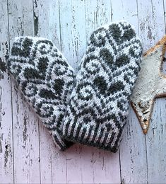 Sydän lapaset Crochet Mittens, Mittens Pattern, Knitted Gloves, Knit Or Crochet, Knitting Socks, Knitting Patterns Free, Free Knitting, Norwegian Knitting, Yarn Inspiration