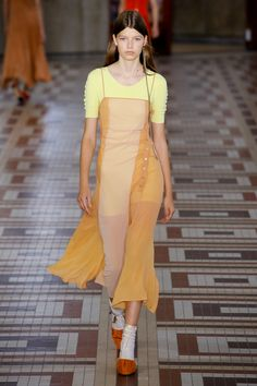 asymmetric buttons--Acne Studios Spring 2019 Ready-to-Wear Collection - Vogue Haute Couture Style, Couture Mode, Couture Fashion, Runway Fashion, Acne Studios, Fashion Week, High Fashion, Fashion Trends, Vogue