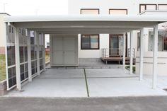 サイドパネル付きの白い2台用アルミカーポート 三協立山アルミ「ツインZプラス」│札幌|エクステリア・外構|六光園