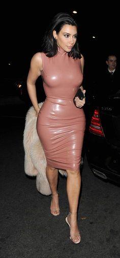 Le latex rose : une autre des tentatives de Kim Kardashian                                                                                                                                                      More