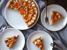 Pandispan cu nectarine plate si caise Vegetable Pizza, Sugar Free, Waffles, Plates, Eat, Cooking, Breakfast, Healthy, Desserts
