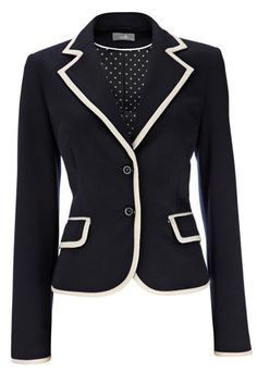 A great blazer can smarten up any outfit! Professional Wardrobe, Work Wardrobe, Look Fashion, Winter Fashion, Womens Fashion, 50 Fashion, Curvy Fashion, Street Fashion, Fashion Trends