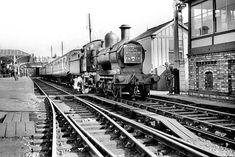 Disused Stations: Evesham (Midland) Station British Rail, British Isles, Old Train Station, Train Stations, Disused Stations, Steam Railway, Train Times, Train Tracks, Steam Locomotive