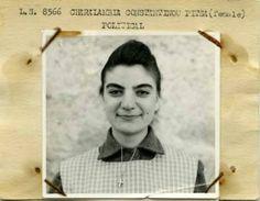 Η 17χρονη αγωνίστρια της ΕΟΚΑ που φυλακίστηκε γιατί μετέφερε βόμβες και μέσα στο κελί της για 2 χρόνια έραβε την ελληνική σημαία με κομμάτια από εσώρουχα ...