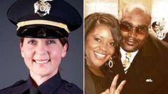 Image copyright                  Policía de Tulsa/Familia Crutcher                  Image caption                                      La oficial Betty Shelby abrió fuego contra Terence Crutcher, lo que resultó en la muerte del afroestadounidense en Tulsa, Oklahoma.                                Homicidio en primer grado es el cargo que enfrenta una agente d