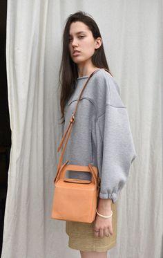 // Anaïse | MM6 Maison Martin Margiela Carton Handbag
