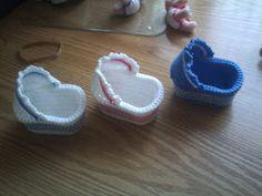 🤗 Zwaantje Creatief 🤗: Gratis patroon van mijn wiegje !! Knit Or Crochet, Crochet Gifts, Crochet For Kids, Crochet Baby, Crochet Doll Clothes, Crochet Dolls, Knitting Projects, Crochet Projects, Doll Patterns