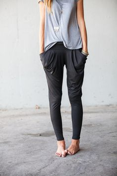 Oversize Pocket Pants / Leggings - love the fit and comfort factor of these pants! Oversize Pocket Pants / Leggings - love the fit and comfort factor of these pants! Comfy Pants, Leggings Are Not Pants, Sweat Pants, Urban Chic, Mode Outfits, Fashion Outfits, Look Chic, Looks Style, Mode Inspiration