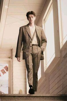 191018 Lin Yi in Korea Fashion Week Homescreen, Ulzzang, Actors & Actresses, Cool Outfits, Khaki Pants, Suit Jacket, Boyfriend, Suits, My Love