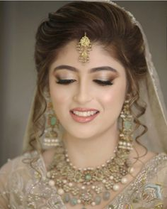 Gone are the days where weddings and wedding receptions mean securing the reception hall at one's local church that is around the corner. Pakistani Bride Hairstyle, Bridal Hairstyle Indian Wedding, Pakistani Bridal Makeup, Bridal Hair Buns, Pakistani Bridal Dresses, Nikkah Dress, Bridal Lehenga, Pakistani Mehndi, Mehndi Dress