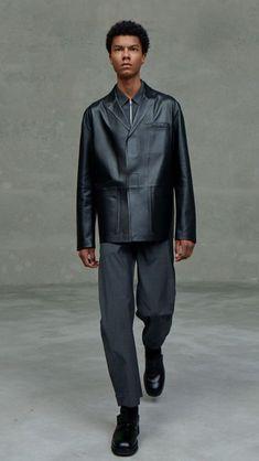 Prada Spring, Men's Fashion, Fashion Photo, Milan Fashion, Fashion 2020, Runway Fashion, High Fashion, Fashion Trends, Vogue Paris