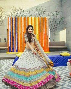 45 Latest Mehndi outfit ideas for Brides Mehndi Outfit, Sangeet Outfit, Mehndi Dress, Mehndi Clothes, Indian Bridal Outfits, Indian Designer Outfits, Indian Attire, Indian Wear, Lehenga Designs