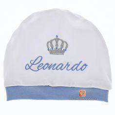 Cappellino nascita con corona ricamata per Leonardo in filato azzurro. 974b8f1ee08d