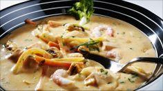 Fiskesuppe med blåskjell og reker - I dag kan vi boltre oss i tilgjengelige råvarer som med en lett innsats på kjøkkenet kan bli til en fantastisk fiske- og skalldyrsuppe. Blåskjell er etter hvert blitt vanlig i de fleste fiskedisker. Reker, laks og torsk finnes det også godt med. Det aller viktigste for en god fiskesuppe er kraften. Har du en god kraft som gjerne kan lages på rekeskallene, er du godt i gang. I denne suppen er det brukt en mild tomatpesto som setter en lekker smak og farge…