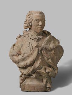 Jan Baptist Xavery | Bust of William IV, Jan Baptist Xavery, 1733 | De prins heeft het hoofd driekwart naar rechts, draagt een pruik, waarvan de krullen voor een deel tot op de rug neerhangen en bij de nek zijn samengebonden door een strik. Over een dun, fijngeplooid hemd met jabot, waarvan slechts de gelobde bovenrand van de binnenvoering zichtbaar is, een kuras. Van de linkerschouder hangt schuin de met hermelijn gevoerde mantel, waaronder het lint van de Orde van de Kouseband ten dele…